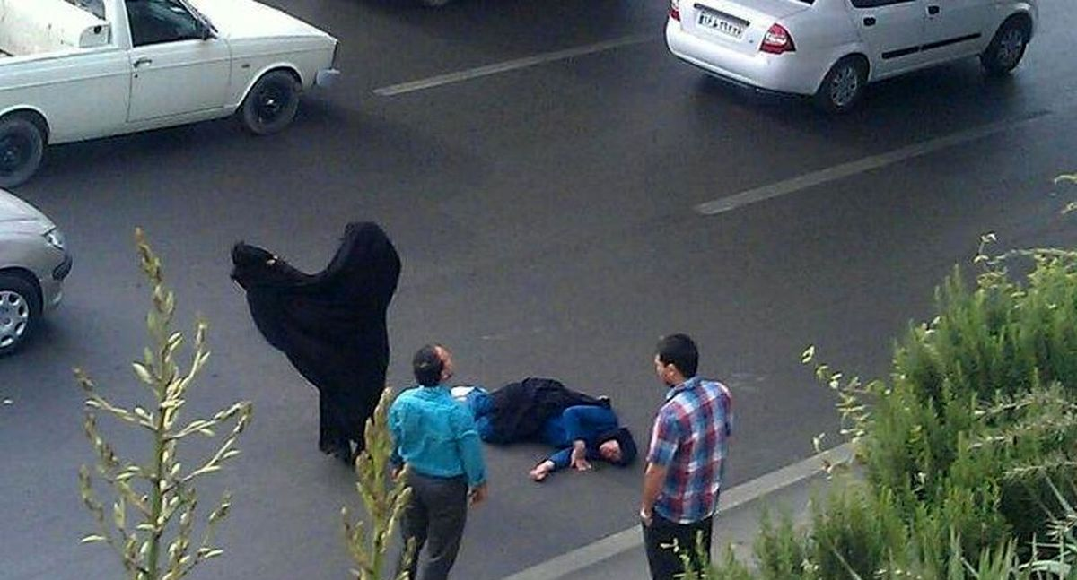 فیلم وحشتناک خودکشی دختر لرستانی / لحظه پرتاب دختر از پل وسط شهر