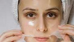 با یک ماسک صورت ساده  پوست خود را مرطوب کنید