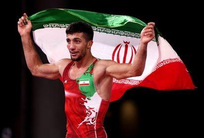 محمدرضا گرایی از لطف شهید گمنام در طلایی شدنش گفت  مدالش را به شهید گمام هدیه کرد