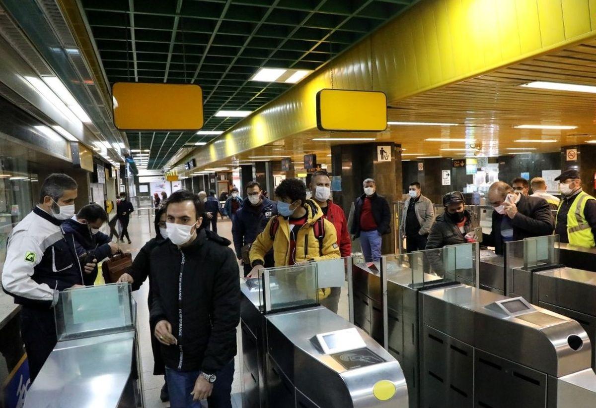 مسئولان مترو پاسخ  اعتراض ها را دادند/ رعایت نشدن مصوبات ستاد کرونا باعث ازدحام شد