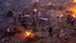 سوزاندن اجساد کرونایی در هند