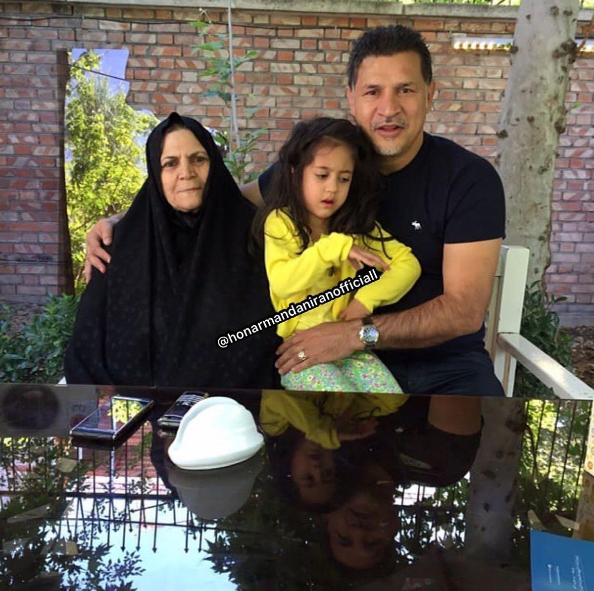علی دایی و دخترش در لابی