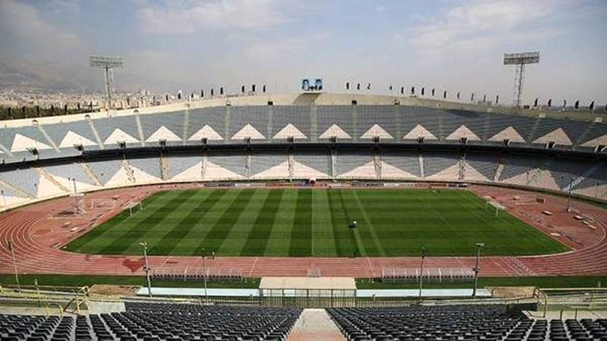 آماده سازی جایگاه استقلال و پرسپولیس در ورزشگاه آزادی برای بازی بزرگ دربی
